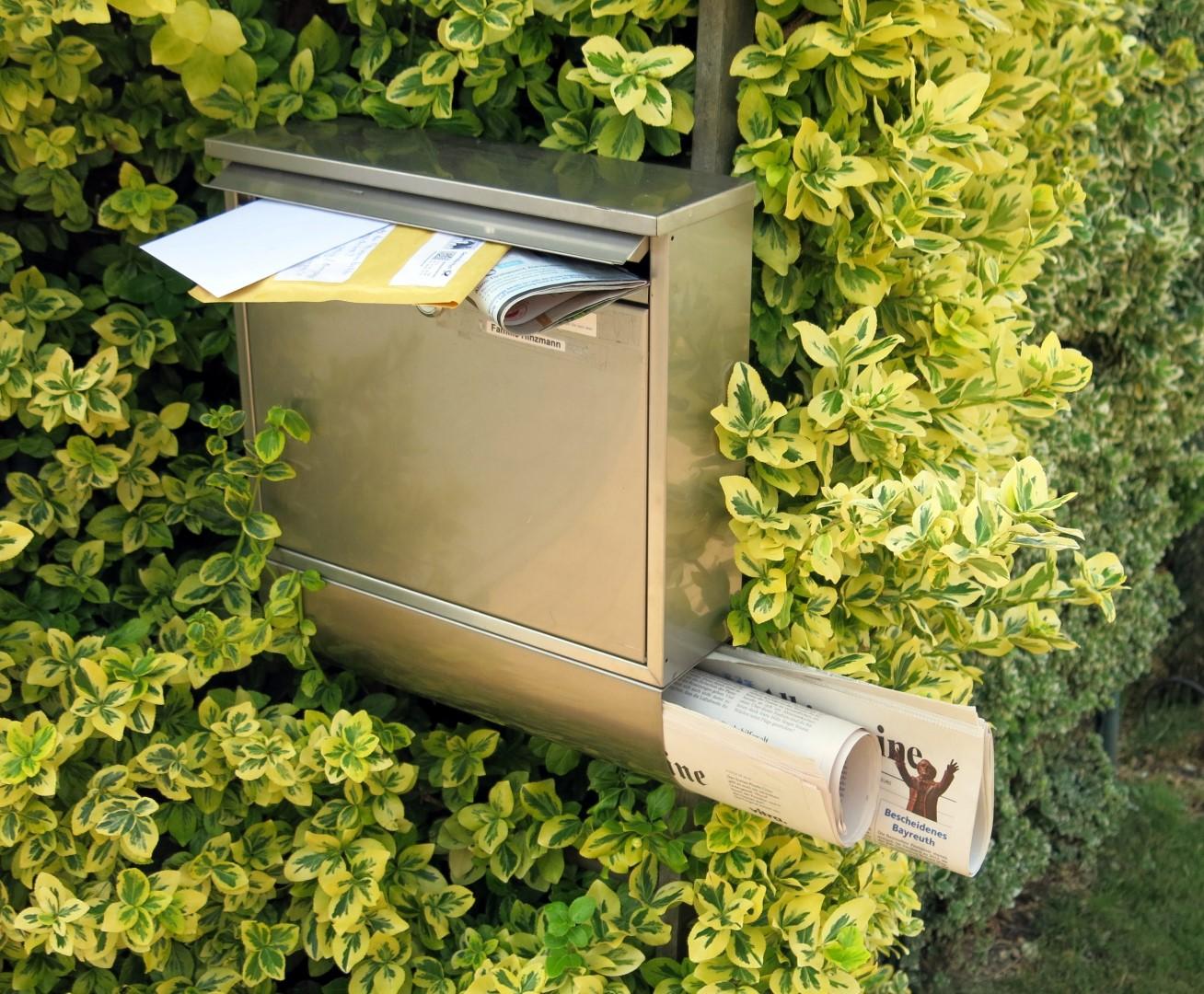 Tipps für die Urlaubsseit: Ein überquellender Briefkasten ist ein Sicherheitsrisiko.